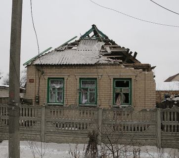 A Russian artillery shell went through the roof and exploded inside this home in Avdiivka. January 2017 (Image: facebook.com/MNS.gov.ua)
