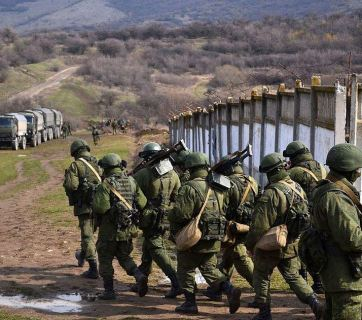 The Russian Army captures a Ukrainian military base in Crimea. CC BY-SA 3.0 Anton Goloborodko.