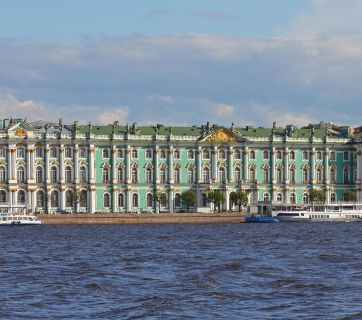 The main building of the Hermitage Museum in St. Petersburg, Russia (Image: A.Savin via Wikimedia Commons)
