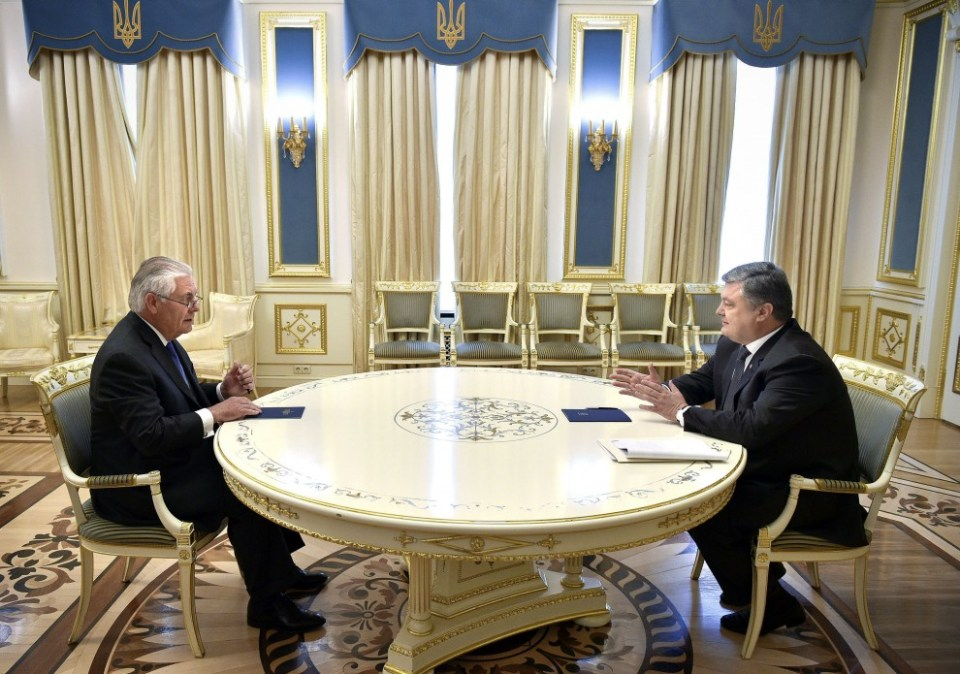 Rex Tillerson (left) and Petro Poroshenko (right) meet in Kyiv. Photo: president.gov.ua