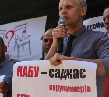 On August 15, activists  found out that a notice of suspicion was being prepared for  Shabunin, for punching a pseudo-journalist Vsevolod Filimonenko, who has been provoking Shabunin for the last few months  Photo: themir.ua