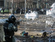 A Berkut officer shoots Euromaidan protesters in Kyiv. Photo: Oleksandr Khomenko, Gordonua.com