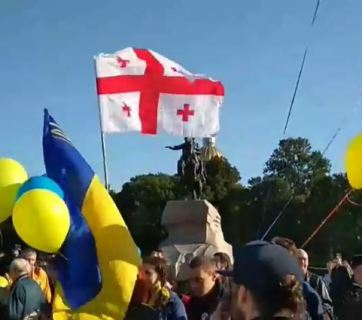 Participants of the March for Peace in St. Petersburg . Photo: screenshot from livestream