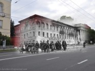 Kyiv 1943/2012. Red Army soldiers walking by the university building. Collage: Sergey Larenkov (Livejournal)