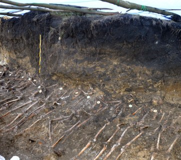 1_Feature UNR Army mass grave remains corpses victims execution