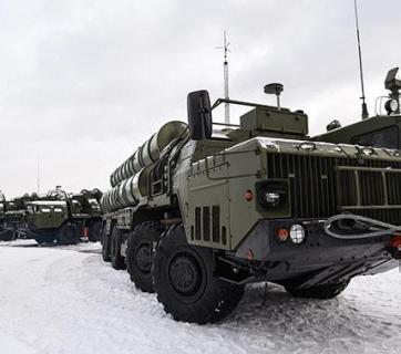 "S-400 ""Triumf,"" Russian anti-aircraft missile system of large and medium range, were deployed to Crimea in 2016. Photo: tvzvezda.ru"