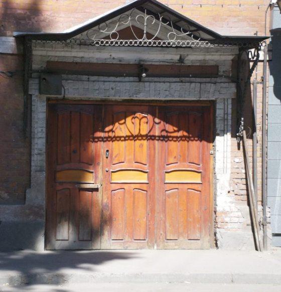 Door in Irkutsk