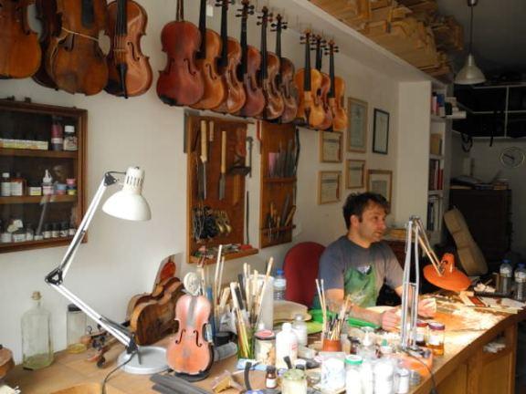 Jan Bartos, luthier