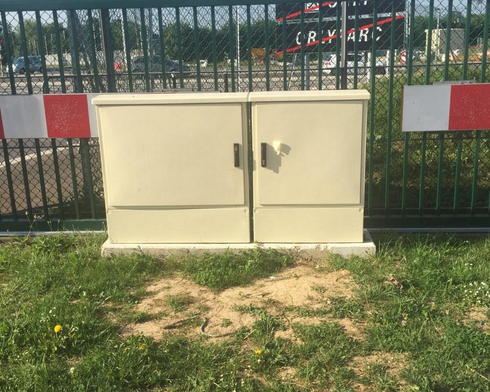 armoires polyester pour sécuriser l'aéroport d'Orly