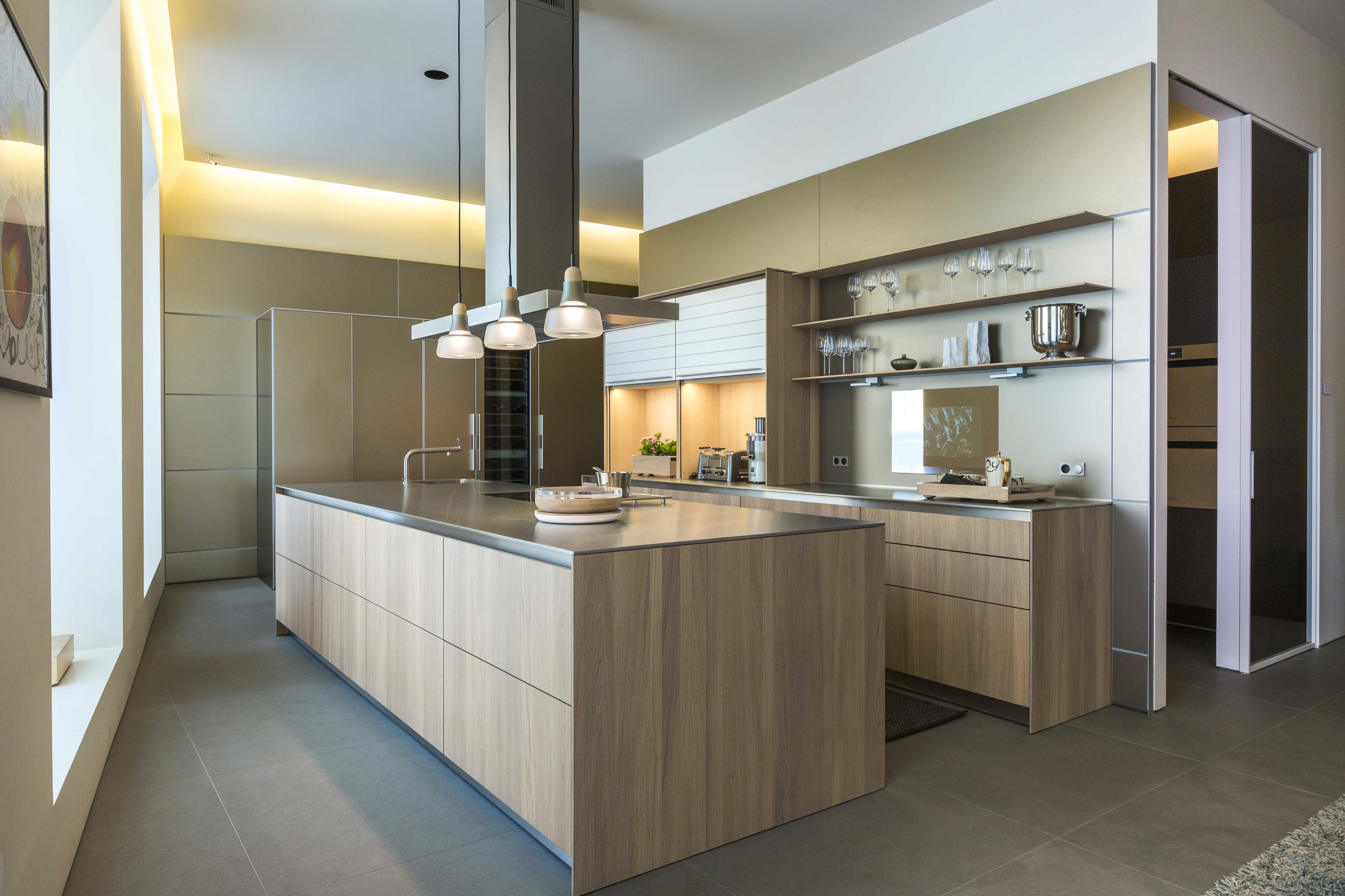Bulthaup B3 Eurostyling Luxury Kitchen – Solid Oak And Sand Aluminum Bulthaup B3 - Eurostyling