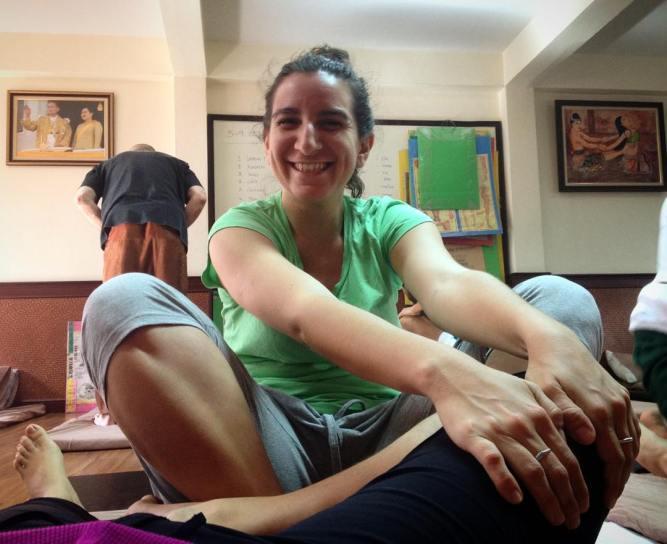 Praticando massagem tailandesa na coleguinha de classe :D  #eusouatoa #sabaitai #thaimassage #itm