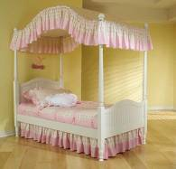 Bedding for Canopy Beds -- How to Make the Perfect Bed ...