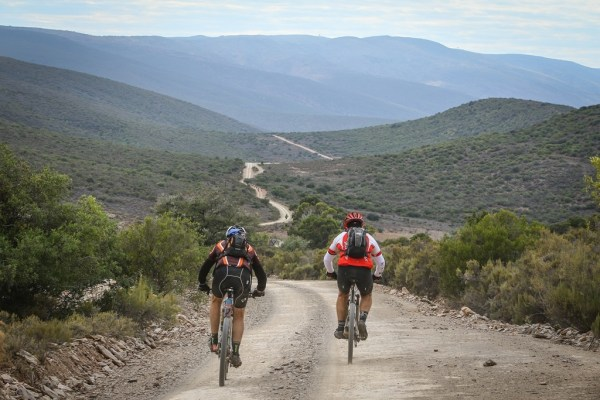 The long, winding and corrugated roads of the Klein Karoo are best tackled on a mountain bike, gravel and cyclocross bikes are definitely not recommended. Photo by Oakpics.com.