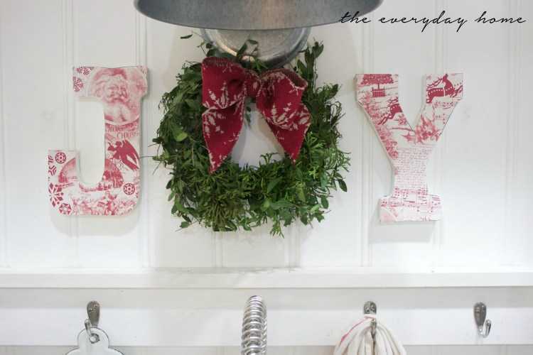 How to Make Christmas JOY Letters | The Everyday Home | www.everydayhomeblog.com