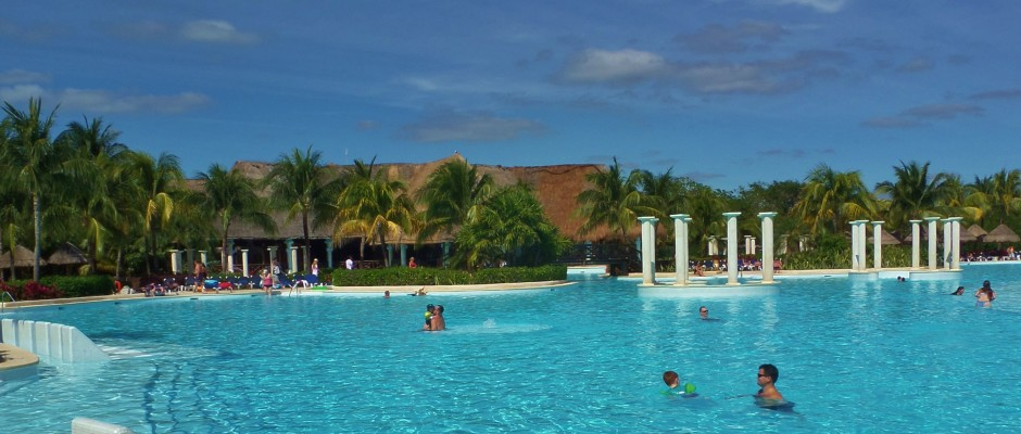 Are Mexican Resorts Safe What Is Going On With Alcohol In