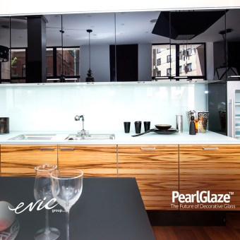 Gold Coast Kitchen featuring 1040 Pearlglaze Splashbacks and 2000 Hi-Gloss Spraythane Cabinets