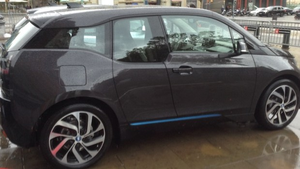BMW i3 black at Arc de Triompf in Barcelona, Spain.(This image is available for republishing and even modification under a CC BY-SA license, with the key requirement being that credit be given to Zachary Shahan / EV Obsession/ CleanTechnica, and that those links not be removed.)