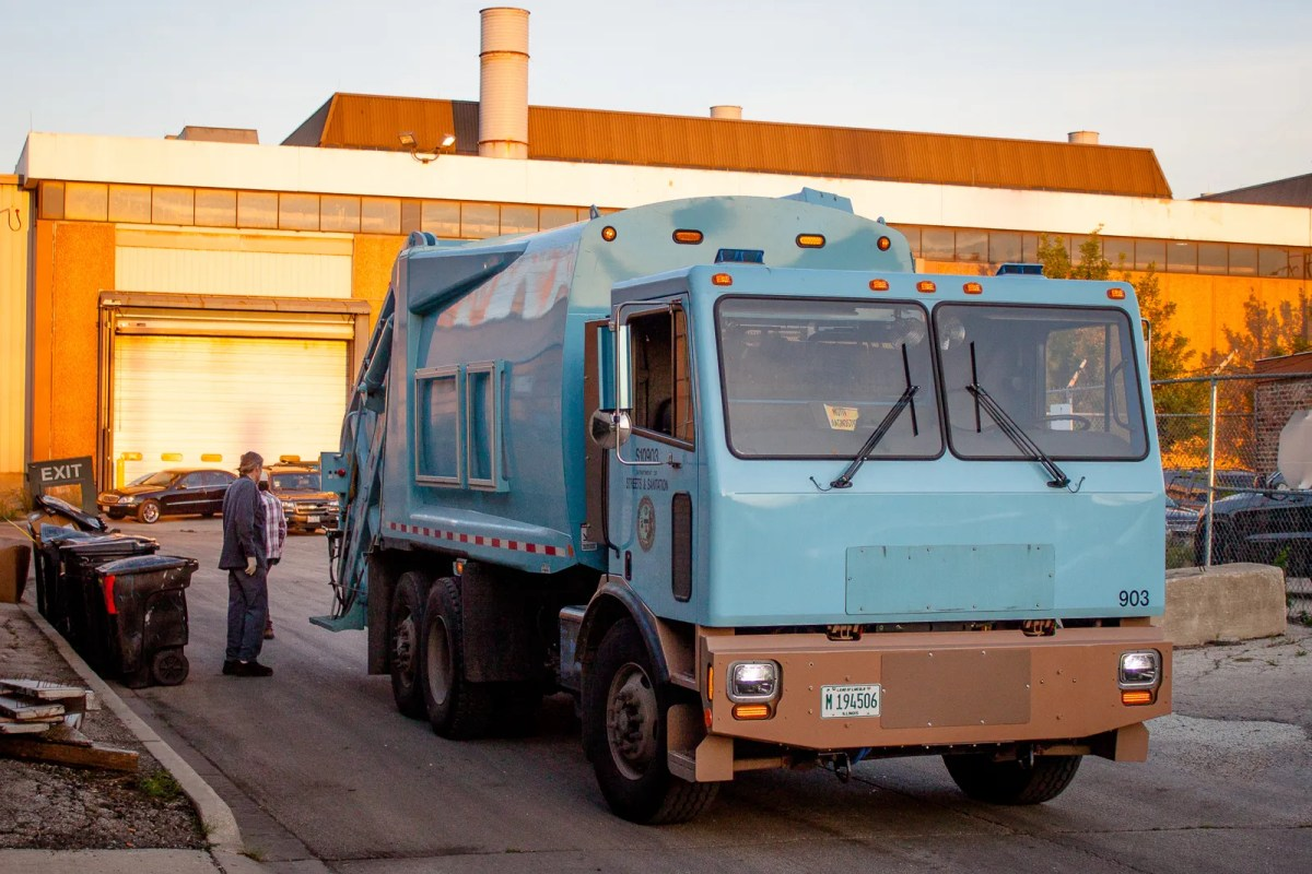 Motiv Delivers First Electric Garbage Truck To Chicago