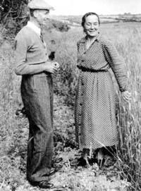 Zofia Kossak - Szczucka z męzem Zygmuntem Szatkowskim w Kornwalii, początek lat 50. XX w.