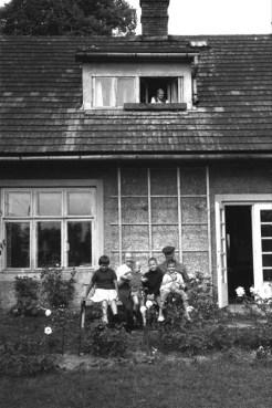 Zofia Kossak z mężem i wnukami przed