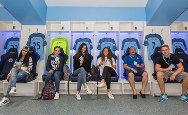Family Of Five Tour Of Manchester City Fc S Etihad Stadium Experience Days