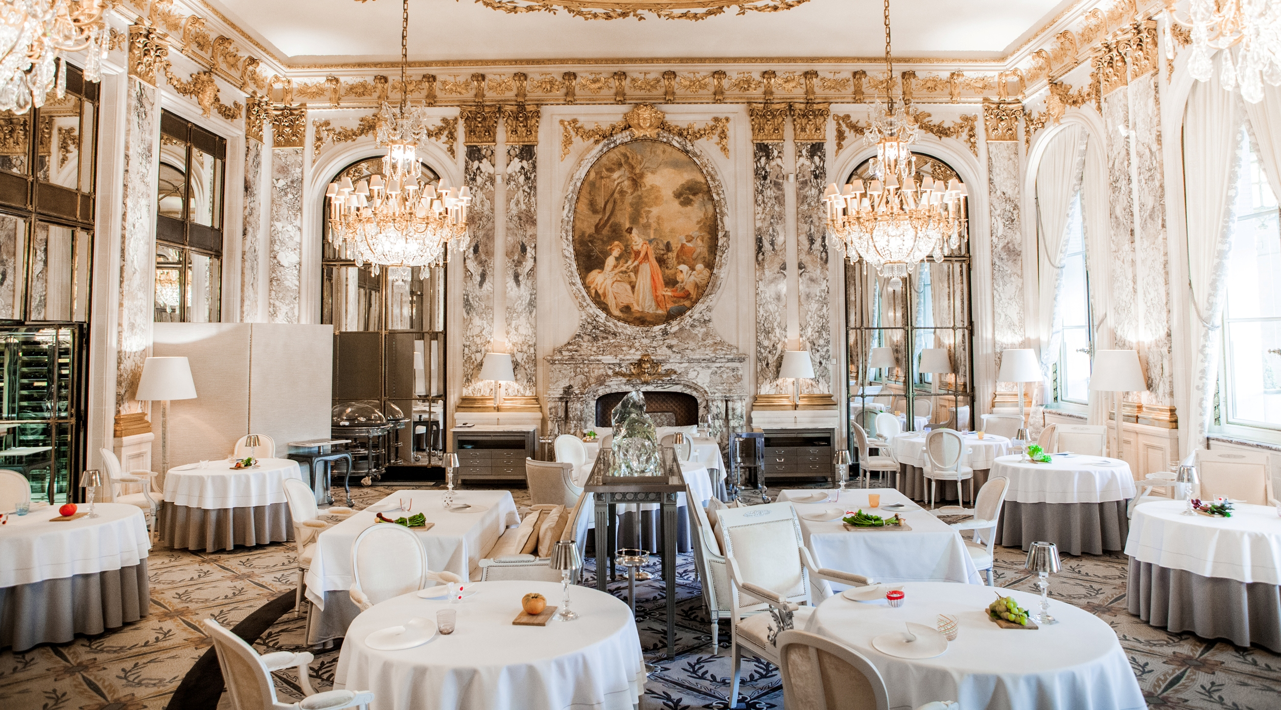 An Exceptional Dining Experience At Le Meurice A Three Star Michelin Restaurant Experiences Luxe Top Travel Blog
