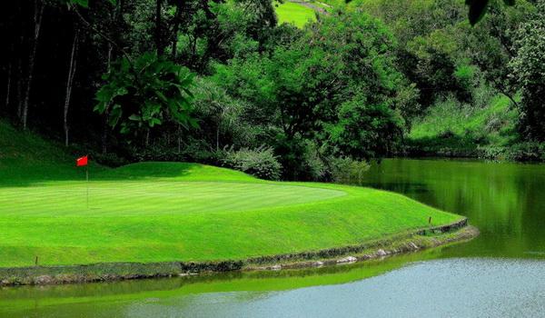 Sungai lapangan golf