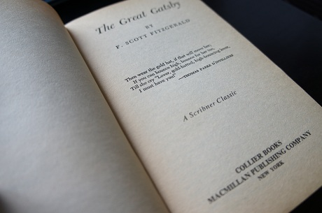 the bold and social commentary of america in the great gatsby Fitzgerald is making an ironic comment on the uniquely american faith in progress, individually and collectively gatsby had set himself a the last paragraph employs a nautical metaphor (crossing from gatsby's house to daisy's ), forever pushed back by the current (which represents social stratification) it is a pessimistic.