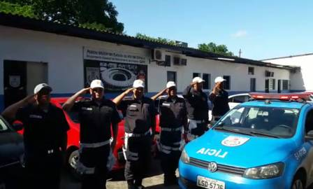PMs do Gepe prestam continência em tributo aos colegas mortos no sábado