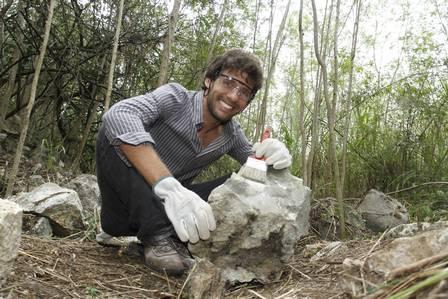 O biólogo Luís Otávio com o seu achado