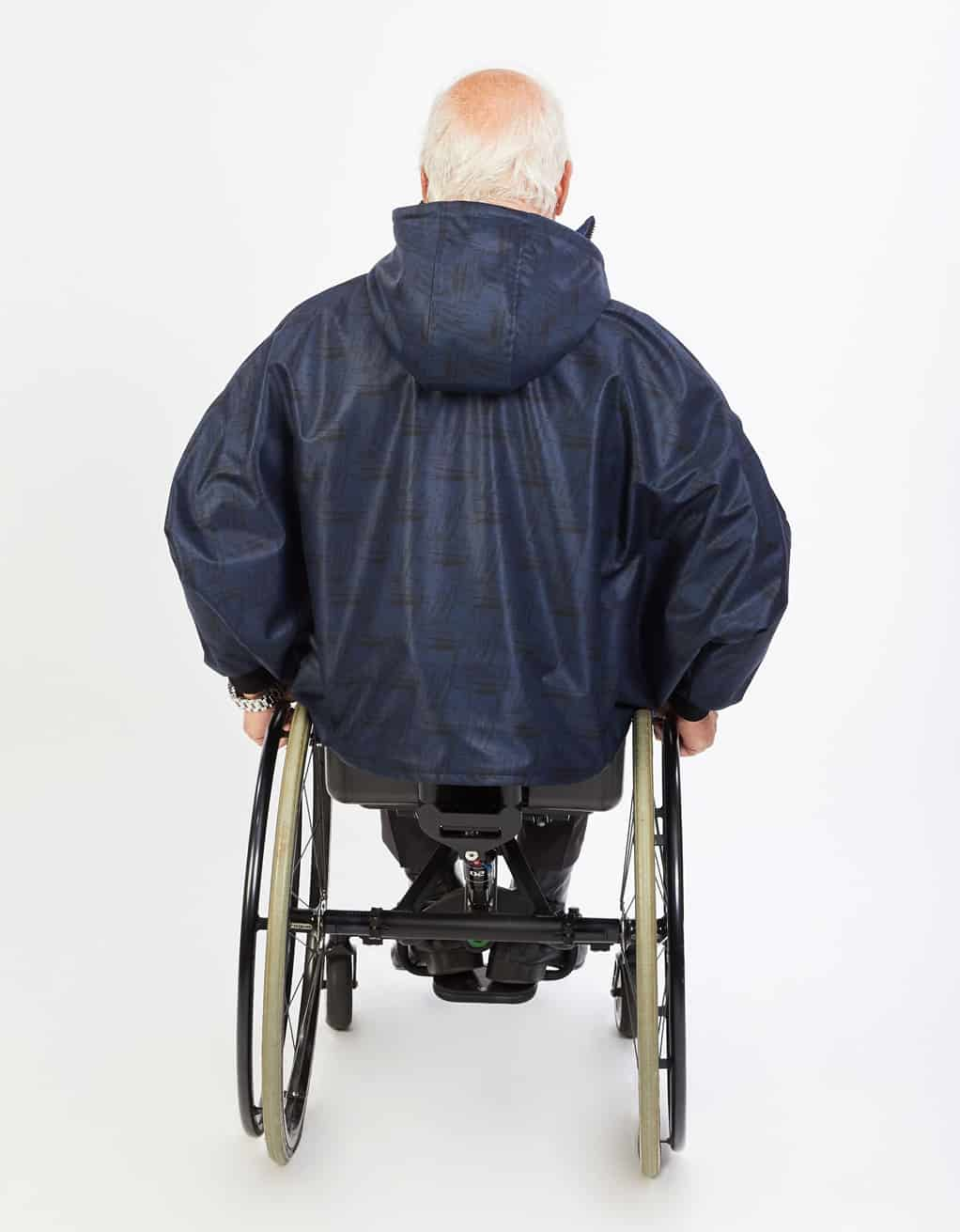 Des Fauteuils Roulant Winter Cape For Wheelchair Easy To Put On Soft Polyester Shell With Sleeves And Detachable Hood Waterproof