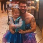 Uncle Dresses Up Like a Princess to Take His Little Niece To The Movies – PICs