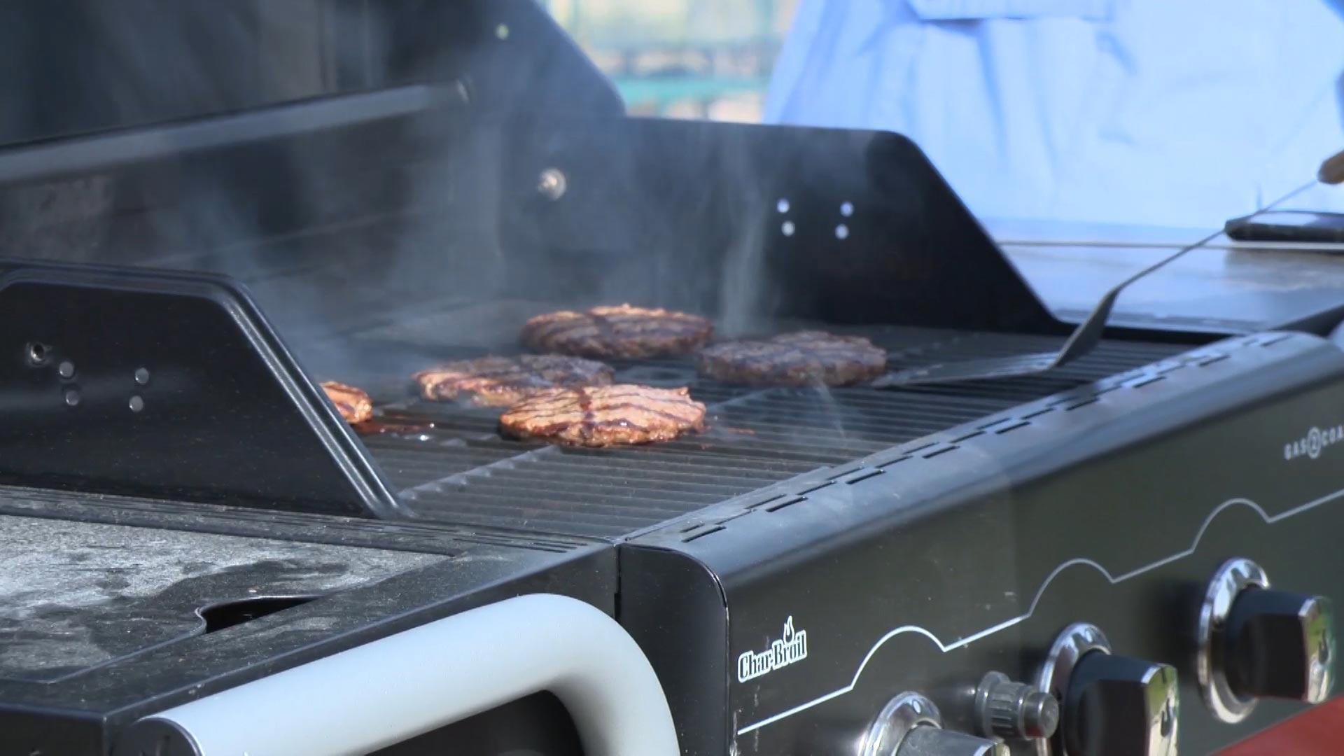 Coal Bbq Hybrid Grill Cook With Gas Or Charcoal Consumer Reports