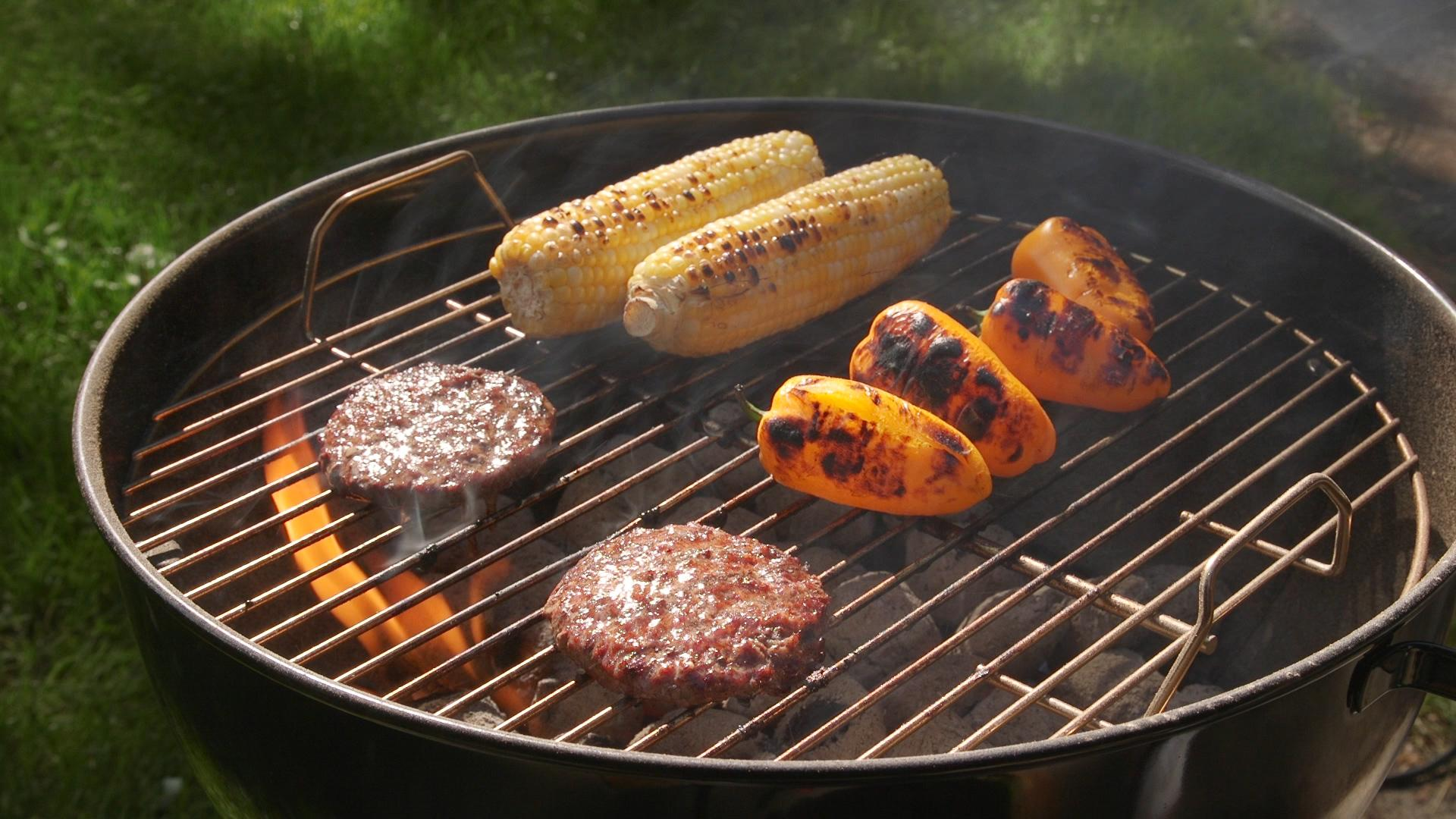 Coal Bbq How To Cook On A Charcoal Grill Consumer Reports