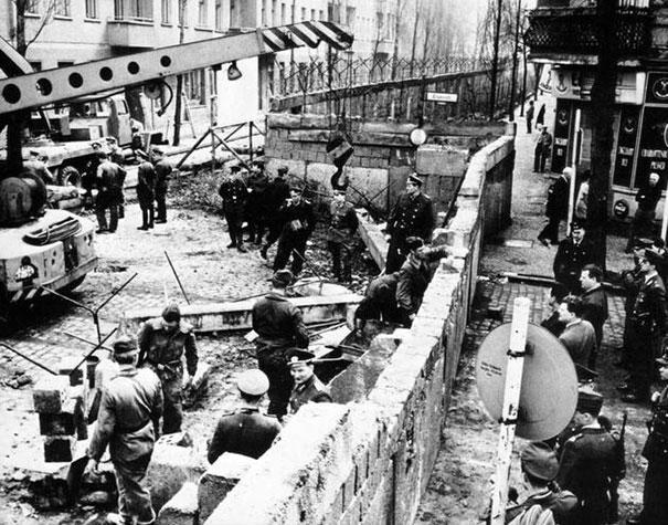 Bygging av Berlin muren, 1961
