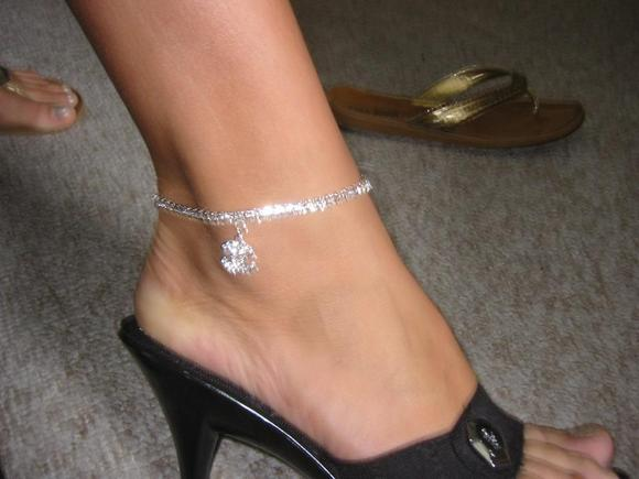 Ankle Bracelets For Women After 40 Stylish Or Silly