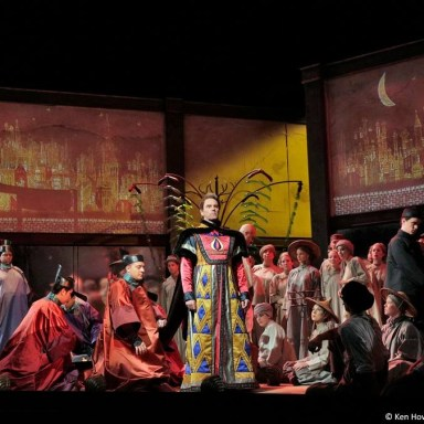 Le Rossignol - Santa Fe Opera - Anthony Michaels Moore and Chorus - Photo: Ken Howard