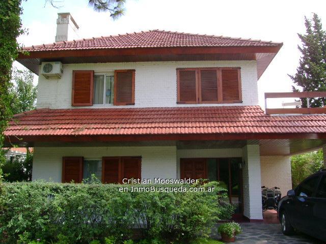 12 bonitas fachadas de casas con tejas fachadas de casas for Imagenes de casa con techos de tejas