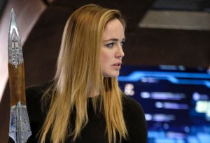 "DC's Legends of Tomorrow --""Aruba""-- LGN217a_0099.jpg -- Pictured: Caity Lotz as Sara Lance/White Canary -- Photo: Bettina Strauss/The CW -- © 2017 The CW Network, LLC. All Rights Reserved"
