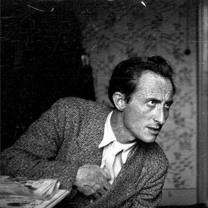 """(صورة:. أوري تسفي غرينبرغ، شاعر يهودي كتب بالعبرية واليديش. شارك في تأسيس المجموعة المتطرفة المناهضة للبريطانيين """"عصبة الأشداء"""" (Brit Habiryonim)، وانضم لاحقاً إلى منظمة """"إرغون"""". كركوف، منتصف ثلاثينيات القرن العشرين)"""