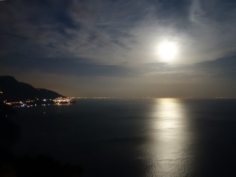 La luna sul mare. Photo by Kat.