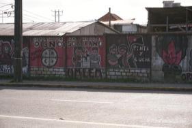 Slogans anarchistischer Hafenarbeiter für bessere Arbeitsbedingungen in Puerto Montt