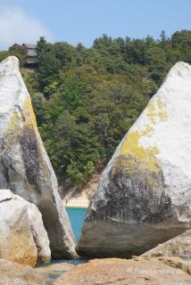 "Der ""Split Apple Rock"" im Abel Tasman Nationalpark"
