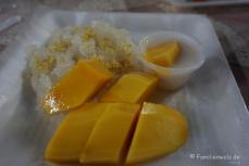 Mango mit süßem Kokosreis