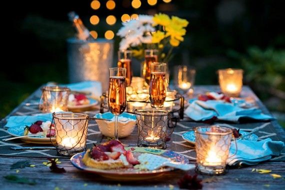 How To Put A Very Romantic Table Setting Family Holiday - Dinner Ideen