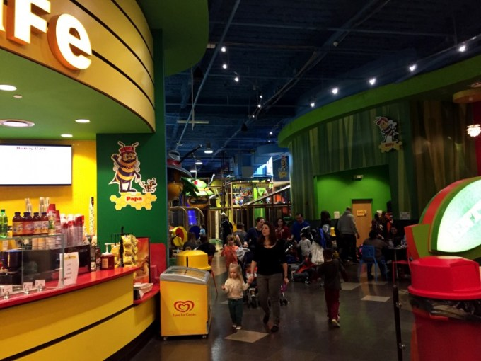 Billy Beez cafe at entrance and play arena, Palisades Mall