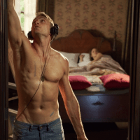 """Wilson Bethel as Wade Kinsella shirtless in Hart of Dixie 2x03 """"If It Makes You Happy"""""""