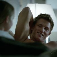 "Anthony Konechny as Kevin West shirtless in Motive 1x02 ""Crimes of Passion"""