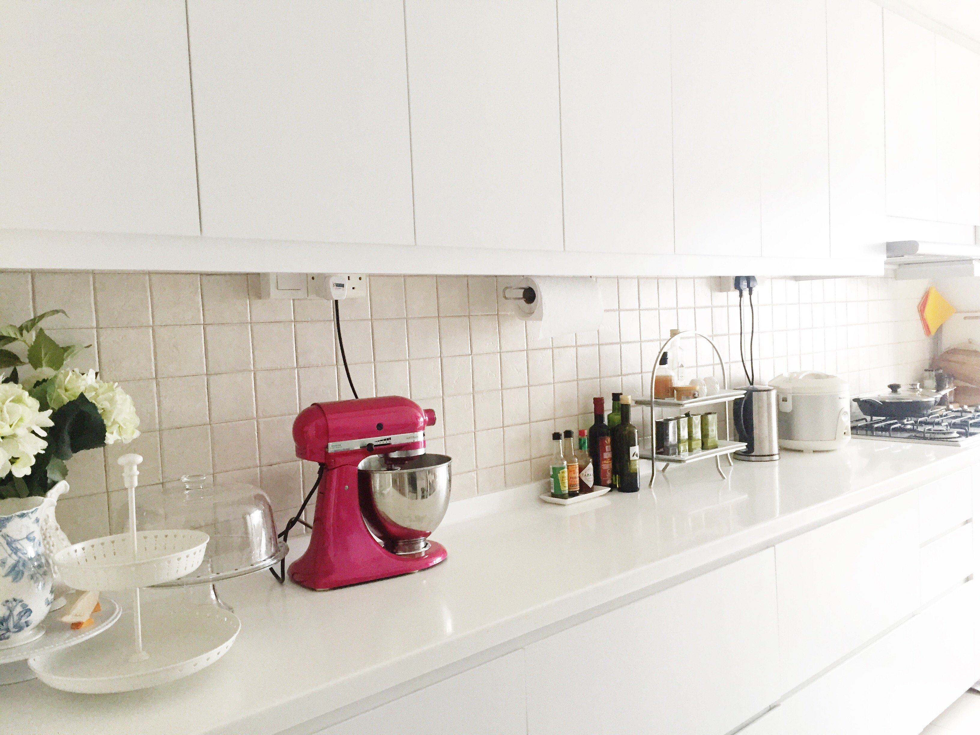 All White Kitchens With White Appliances Maintaining A White Kitchen Fancy Girl Designs
