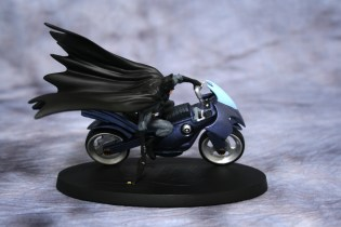 DC Superhero Figurines Batcycle 001